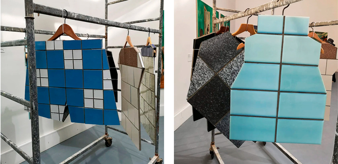 Одежда из керамики на вешалке